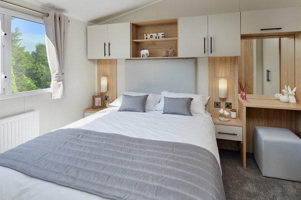 2020-Willerby-Manor-master-bedroom