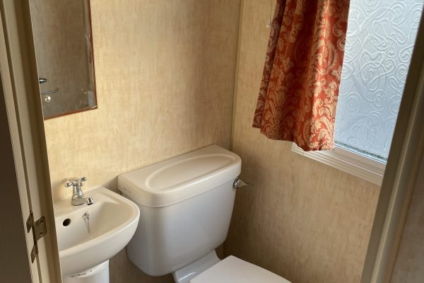 7. Ensuite Toilet