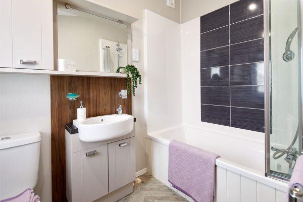 Sheraton-ensuite-bathroom